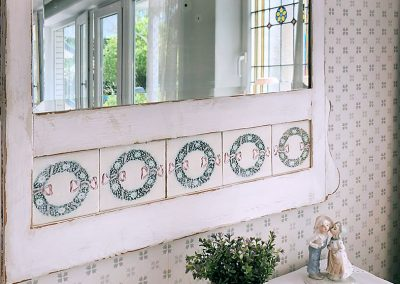 Wandspiegel im Shabby-Chic