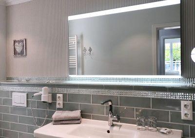Bad mit liebevollen Details und mit Fenster