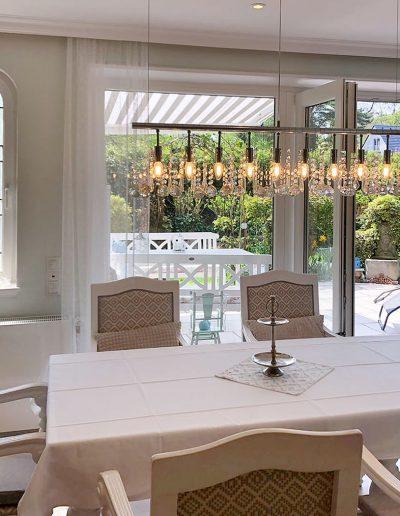 Esstisch für 6 Personen mit Blick in den Garten